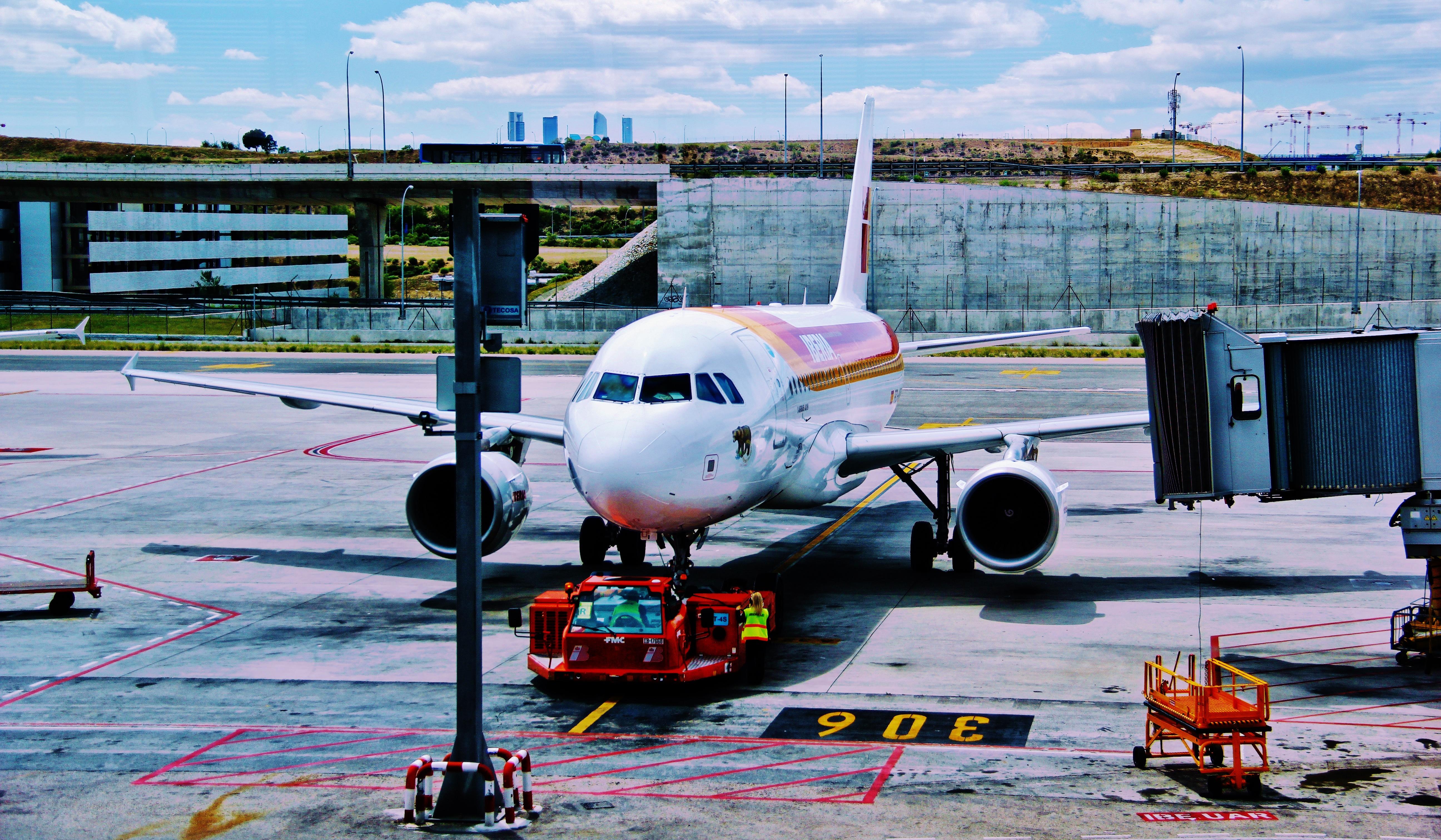 qBUS7gZyT56yoqGcdnyX_airlines